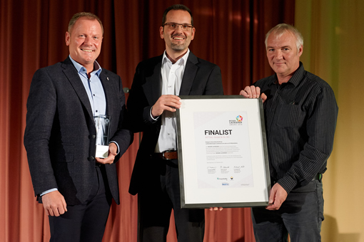 Heiko Denner, Tobias Heilmann and Andreas Kirsch (from left to right) of Rittal accepted the special award for innovative digital transformation at the Besser Lackieren awards.